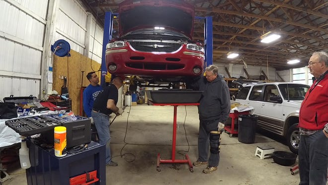 Retired Air Force mechanic has been fixing cars for free for 15 years. Now he has more than 40 volunteers helping him.