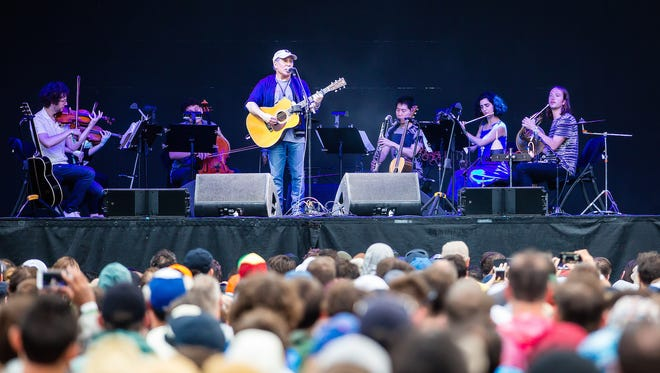 Paul Simon performs with yMusic at Eaux Claires Saturday.