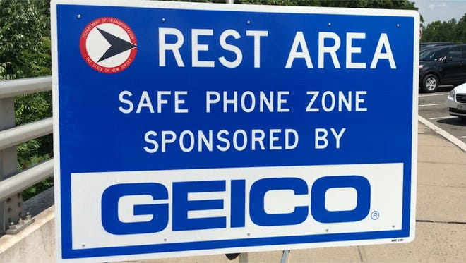 A Safe Phone Zone sign on I-295.