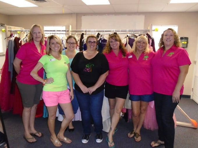 AMY DIPALMA Royal Palms' members Katie Hissong, Kaitlin Goedeke, Jenny Pizzarello, Dana Tomlinson, Mira Garwood, Linda Musgrave, and Kelly Stumbo were just a few of the organization's volunteers that helped make the event successful.