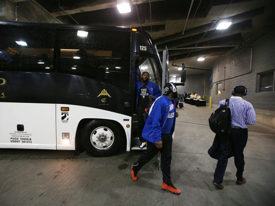 The Hampton men's basketball team exits its bus Thursday