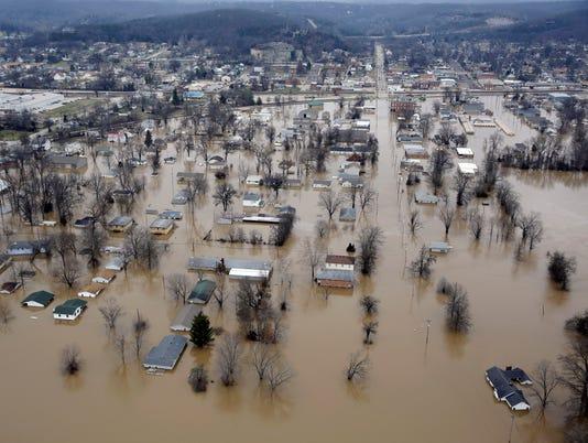 AP APTOPIX MIDWEST FLOODING A WEA USA MO