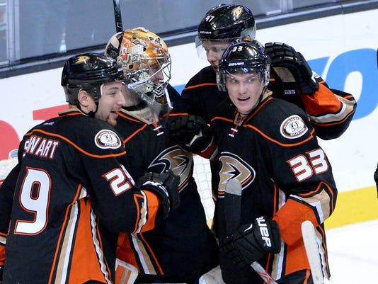 USP NHL: WINNIPEG JETS AT ANAHEIM DUCKS S HKN USA CA