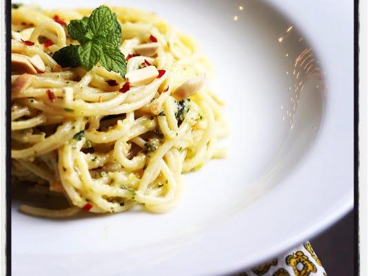 spaghetti with zucchini pesto