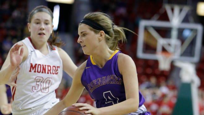 UW-Milwaukee women's basketball recruit Julia Hintz of New Berlin Eisenhower averaged 13.8 points and 5.3 assists per game this past season.