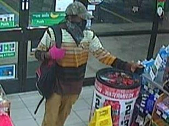 Robber enters 7-11.
