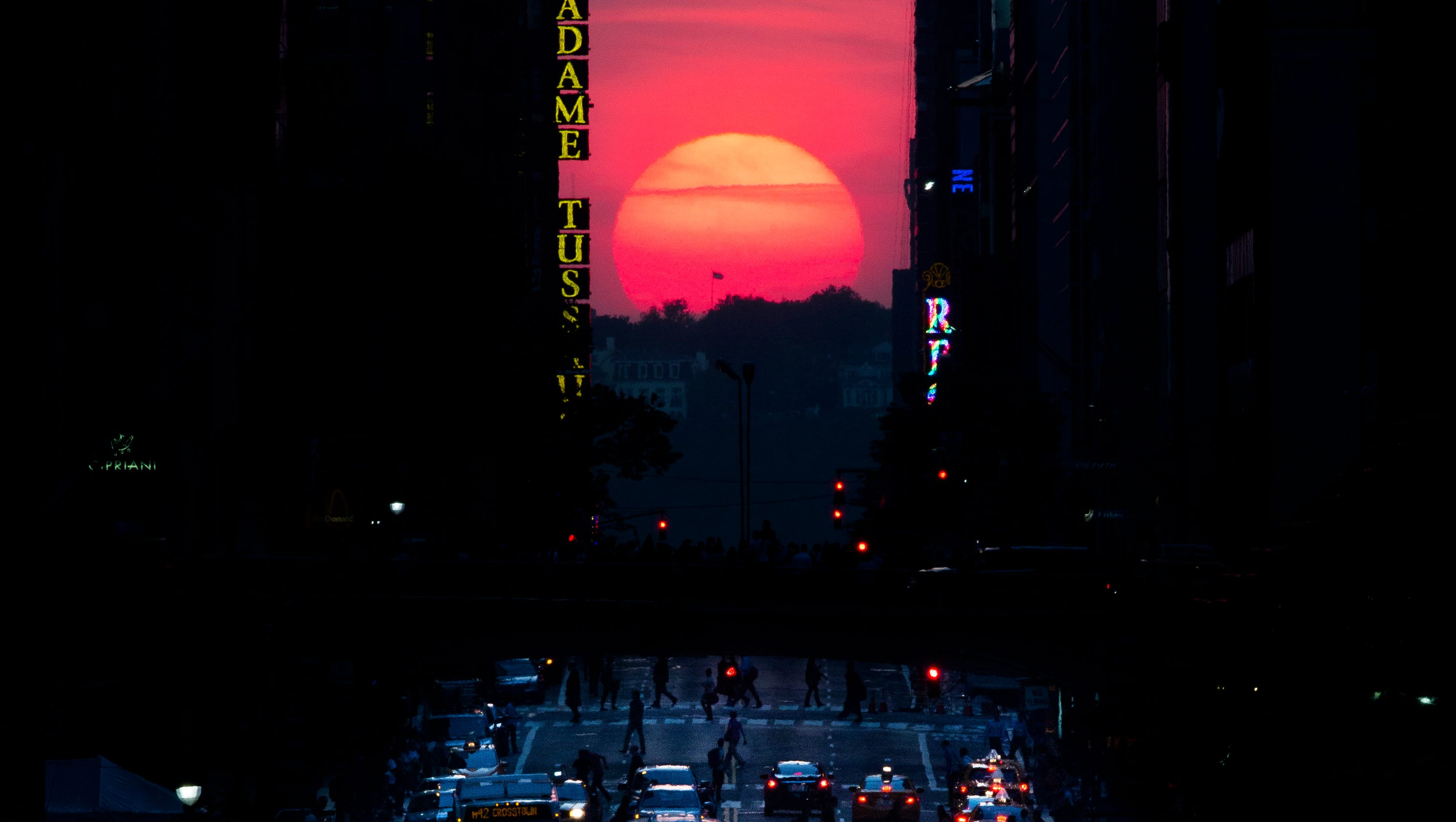 Manhattanhenge sunset returns to nyc this weekend for What do in nyc