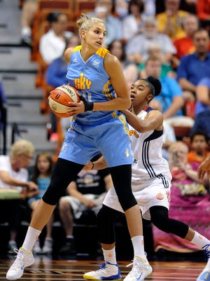 Connecticut's Alex Bentley (right) attempts to guard Chicago's Elena Delle Donne during the first half Thursday.