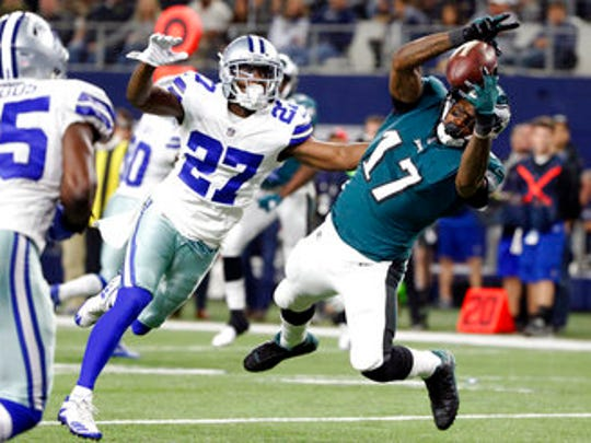 Eagles wide receiver Alshon Jeffery dives to catch a TD pass against the Dallas Cowboys on Sunday night.