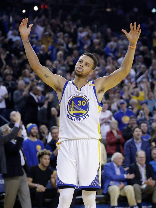 Golden State Warriors' Stephen Curry (30) celebrates after a defensive stop by teammate Draymond Green during the second half of an NBA basketball game against the Atlanta Hawks Monday, Nov. 28, 2016, in Oakland, Calif. Golden State won 105-100. (AP Photo/Marcio Jose Sanchez)
