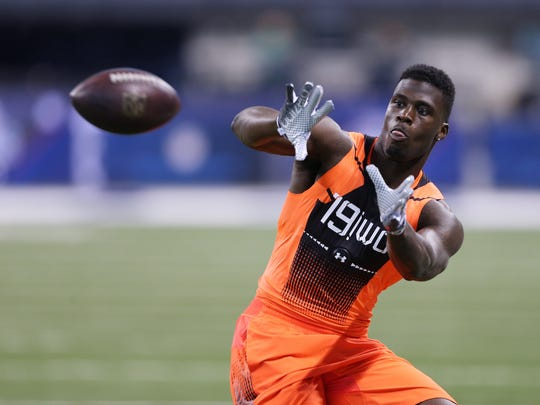 Former Oklahoma and Missouri WR Dorial Green-Beckham catches a pass during the 2015 NFL Combine at Lucas Oil Stadium
