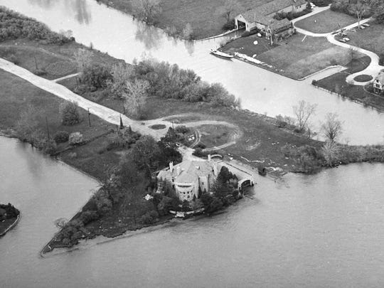 The Gar Wood mansion on Grayhaven Island was home to an experiment in communal living from 1969 to 1972. Its residents coalasced around a rock band called Stonefront.