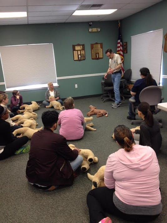 tom rinelli teaching pet first aid class (002)