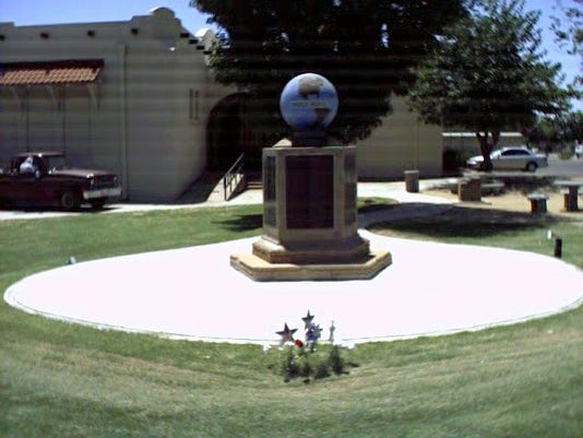 Gilbert Museum with Veterans monument