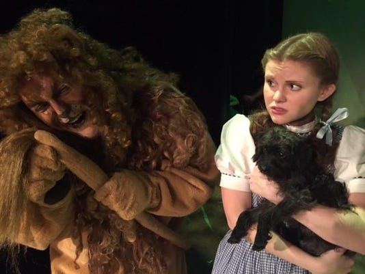 Wizard of Oz lion Dorothy
