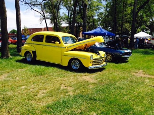 Carshow_2cars_2016Observerpic