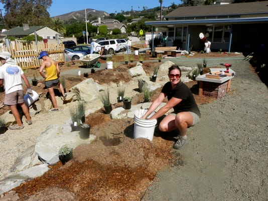 City of Ventura Environmental Specialist Jill Sarick helps install Loma Vista Elementary School's NEW Ocean Friendly Garden