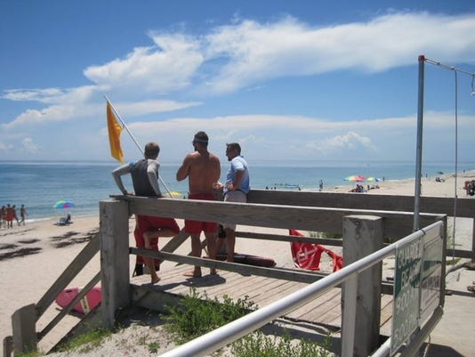0819_tcap_vbnw_lifeguards_at_h_22816550_ver1.0_640_480.jpg