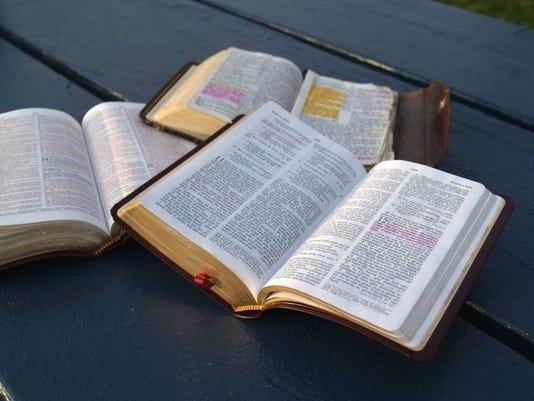 bible+study_14105074_ver1.0_640_480.jpg