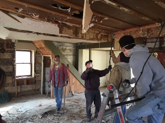 Volunteers are working to dismantle a log cabin in Mifflin in Ashland County to move to South Park in Mansfield.