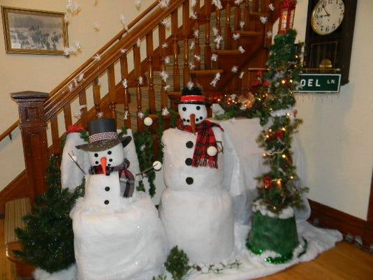 snowmen inside jail museum.JPG