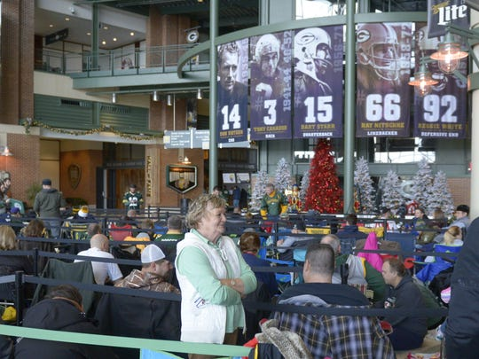 Packers fans queue up for Aaron Rodgers autographs on Dec. 12, 2016, at Lambeau Field. Rodgers will sign autographs again on Dec. 18, 2017.