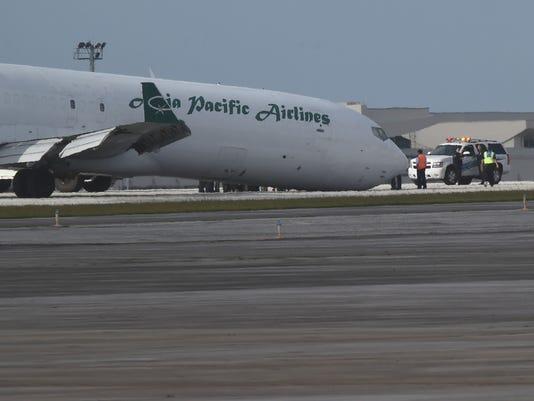 635920529743974434-Plane-landing-02.jpg