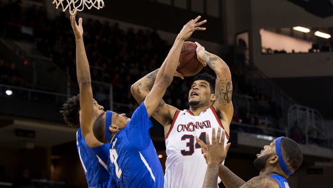 Cincinnati Bearcats guard Jarron Cumberland (34) drives to the basket against the Memphis Tigers in the first half at BB&T Arena.