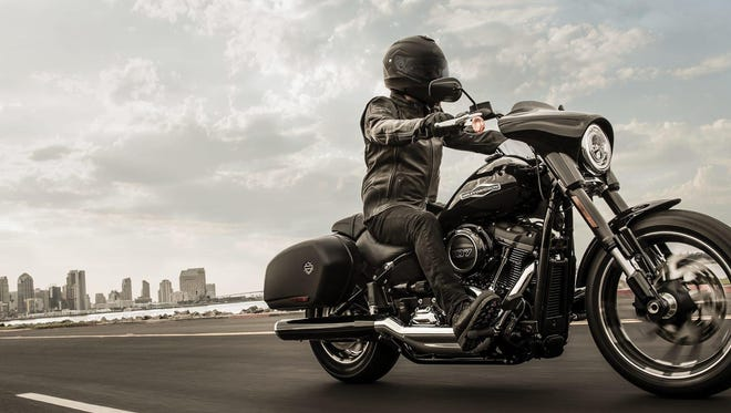 The Sport Glide can switch from cruising to touring without much wrenching.