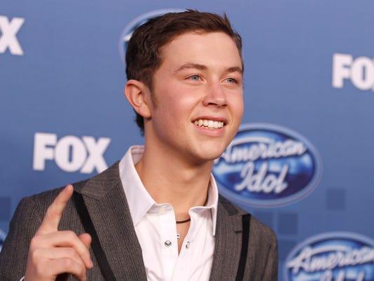 -MORBrd_05-30-2011_Daily_1_A009~~2011~06~02~IMG_American_Idol_Finale_2_1_KL4.jpg