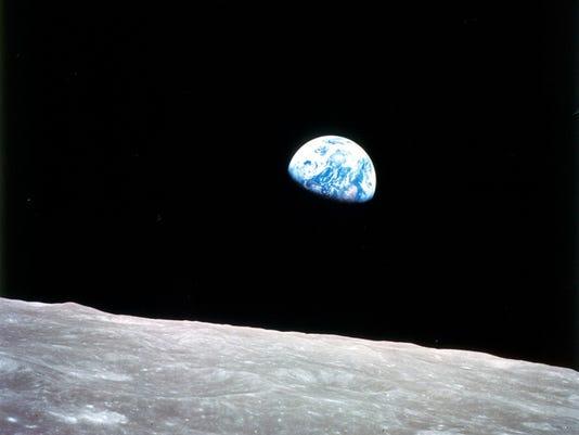 636281081199513386-earthrise.jpg