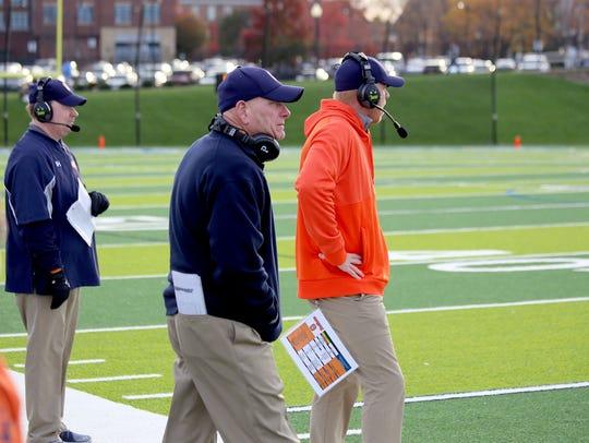 Gettysburg College head coach Barry Streeter, center,