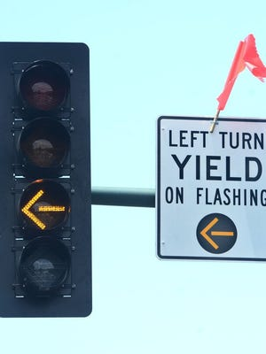 CHUCK KIRMAN/THE STAR The traffic light at Thousand Oaks Boulevard and Dallas Drive in Thousand Oaks now has a flashing left-turn arrow.