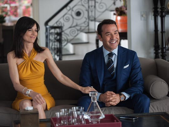 Perrey Reeves (left) is Mrs. Ari, and Jeremy Piven