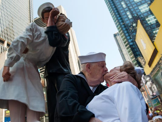 WWII Veterans Recreate Famous Kiss In Times Square Marking End of World War II