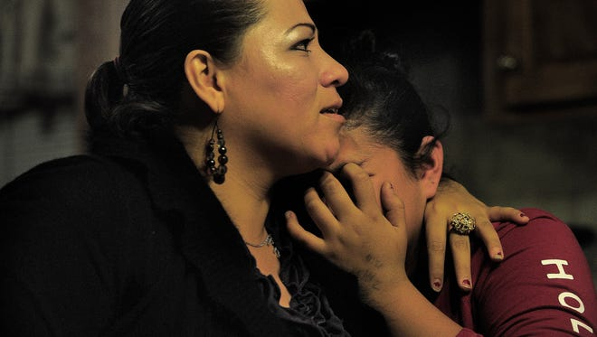 Fani Gonzalez consoles her daughter Ingrid, who became emotional after talking about the constant threat of losing her mother.