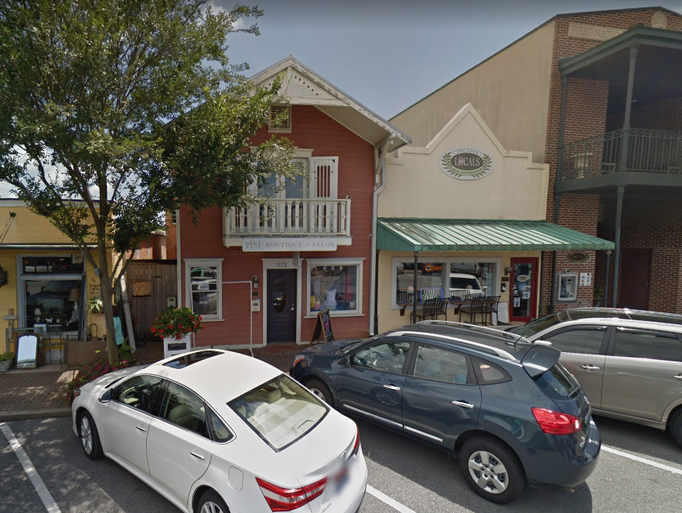 Alabama: Fairhope Avenue in Fairhope, Ala., is dotted