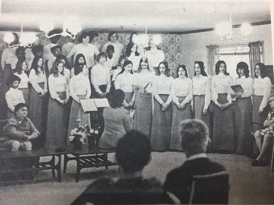 The Morganfield Junior High School's 9th grade chorus entertained during a Valentine's Day party at the Medco Center under the direction of Mrs. Bob Henning in 1975.