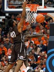 Syracuse's Chinonso Obokoh, right, blocks the shot by Lehigh's Justin Goldsborough, left.