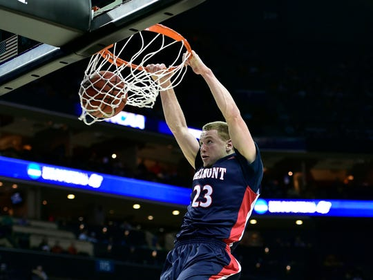 Belmont Bruins guard Craig Bradshaw (23) dunks the