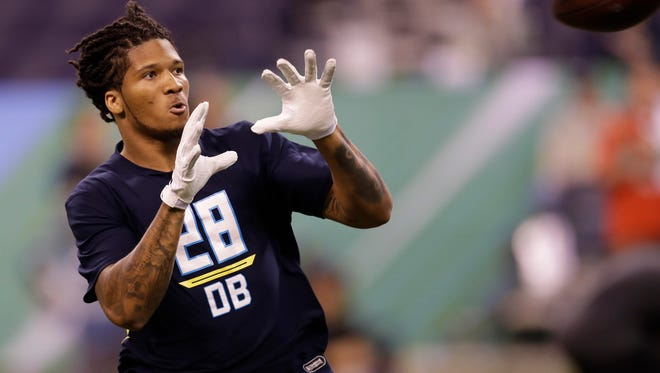 Washington defensive back Sidney Jones runs a drill at the NFL football scouting combine Monday, March 6, 2017, in Indianapolis. (AP Photo/David J. Phillip)