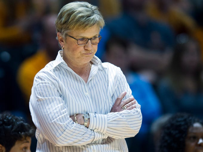 Tennessee head coach Holly Warlick in the final minutes