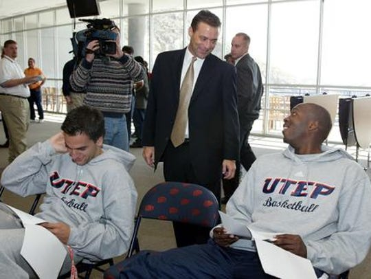 Billy Gillispie meets former players after he was introduced