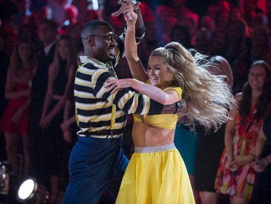 Calvin Johnson and Lindsay Arnold dance to the theme