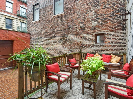 This historic Harlem townhouse was owned by  Bob Dylan