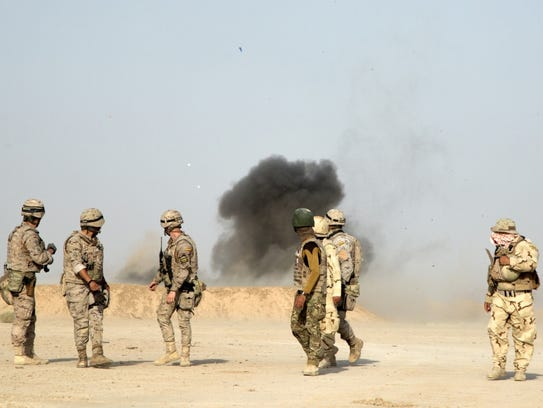 Spanish army trainers and Iraqi security forces turn