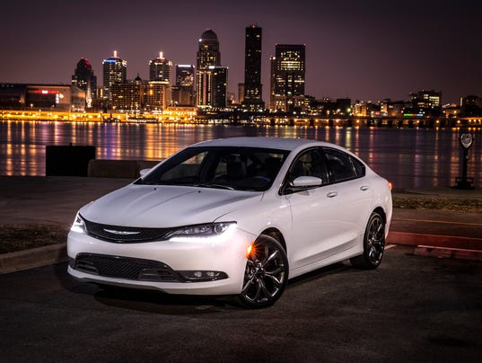 XXX_2015-CHRYSLER-200-191_65137924