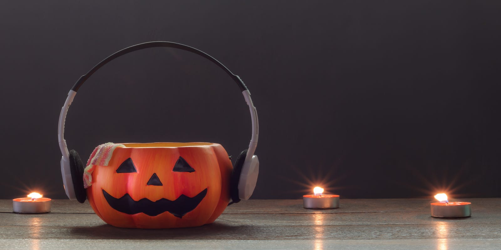 halloween spending will hit a record high here are a few tricks to save