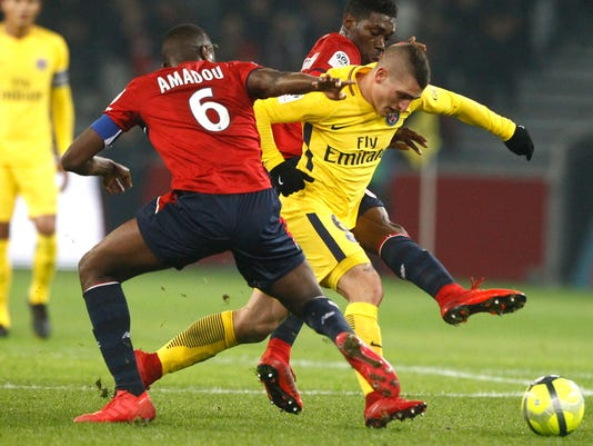 PSG's Marco Verratti, right, controls the ball during the French League One soccer match between Paris Saint Germain and Lille at the Lille Metropole stadium, in Villeneuve d'Ascq, northern France, Saturday, Feb. 3, 2018. (AP Photo/Michel Spingler)