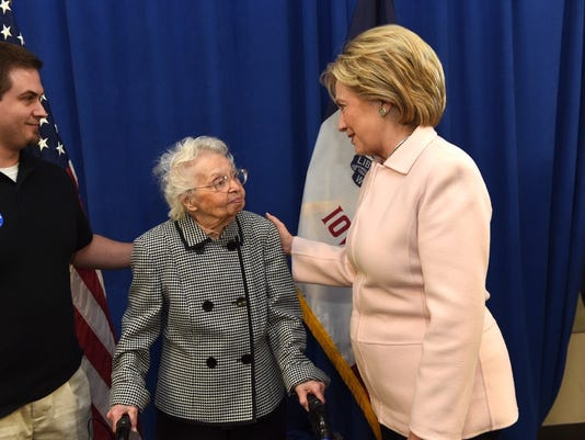 635896772630267040-Hillary-with-102-year-old-voter.jpg